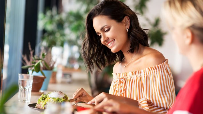 Curb Your Cravings: How to Choose Better Food for Your Gut When Eating Out
